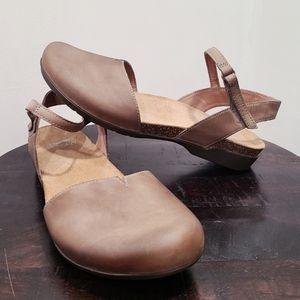 Dansko rowan taupe millard nubuck sandal